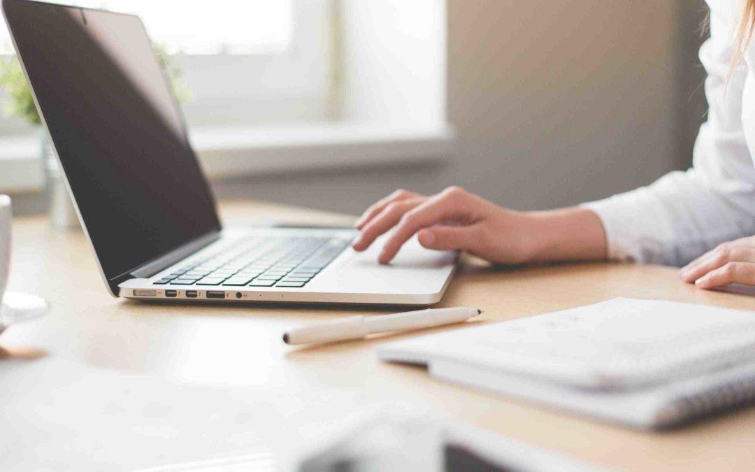 Per la scrittura SEO bisogna usare e parole chiave più usate dagli utenti nel titolo, nelle descrizioni delle foto e nel corpo del testo.